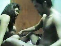 Азиатка отсосав член занялась домашним сексом отдавшись в мокрую киску