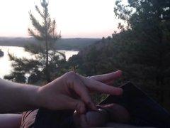 Толстуха в лесу сделала домашний минет от первого лица с окончанием в рот