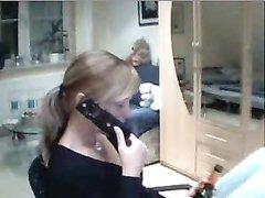Молодая блондинка решилась на домашний стриптиз и разделась перед вебкамерой