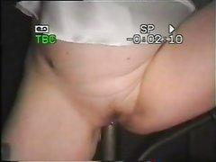 Любительская мастурбация зрелой развратницы с влажной бритой киской