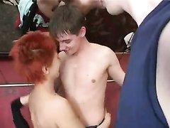 Групповой любительский секс со зрелой рыжей русской нимфоманкой в отеле