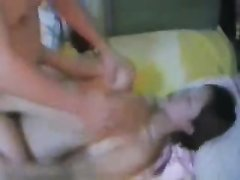Молодая азиатка с большими сиськами трахается стоя на карачках и лёжа на спине
