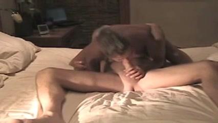 Домашний анальный секс с окончанием на лицо грудастой молодой развратницы