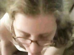 Молодая развратница в очках от первого лица строчит домашний минет крупным планом