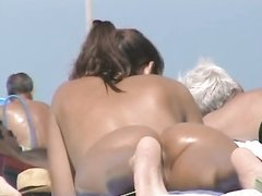 Любительское подглядывание на нудистском пляже за голыми туристками _part2