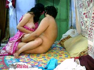 Любительское подглядывание за супружеской изменой зрелой индийской толстухи