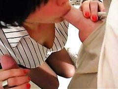 Любительский минет и групповой анал с двойным проникновением в щели брюнетки