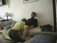 Домашнее подглядывание за супружеской изменой смуглой брюнетки сделавшей минет