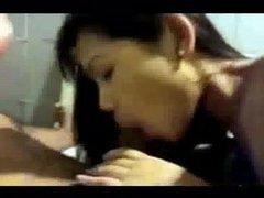 Молодая азиатка сделав домашний минет трахается с клиентом от первого лица