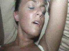 Отличный домашний секс от первого лица с окончанием внутрь в бритую киску