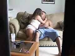 Любовник перед скрытой камерой развёл красотку на куни с минетом в 69 позе