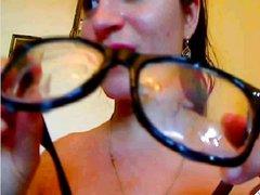 Любовник перед вебкамерой трахнув глубокую глотку кончает на лицо рыжей шлюхи