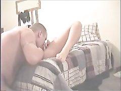 Домохозяйка перед скрытой камерой трахается с поклонником сделавшим куни