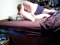 Зрелая толстуха перед скрытой камерой трахается с любовником сделавшим куни