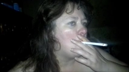 Толстая зрелая домохозяйка крупным планом сосёт член для окончания на лицо