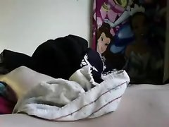 Молодая толстуха с большими сиськами делает домашний минет ухажёру в постели