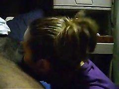 Зрелая толстуха перед скрытой камерой делает домашний минет возбуждённому негру