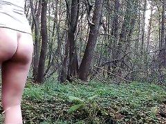 Домашний секс с фигуристой молодой блондинкой в лесу на камеру