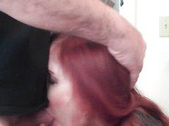 Жёсткий любительский минет с окончанием на лицо зрелой рыжей шлюхи