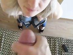 Домашний минет с окончанием на лицо зрелой блондинки в гостинице