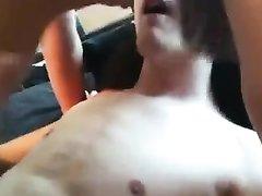 Секс втроём с шикарным любительским минетом и окончанием на лицо