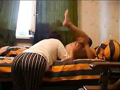 Русская зрелая брюнетка сделав любительский минет трахается с соседом
