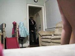Домашнее подглядывание за зрелой брюнеткой давшей гостю лизать клитор