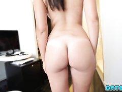 Загорелая молодая модель с большими сиськами занялась домашним сексом
