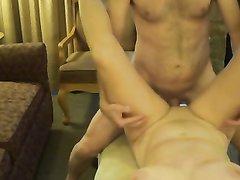 Скрытая камера снимает домашний секс с окончанием на зрелую даму