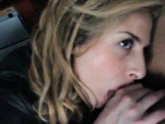 Молодая и искусная блондинка от первого лица сделала домашний минет