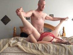 Зрелая и толстая домохозяйка перед скрытой камерой трахается после минета