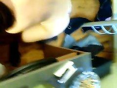 Домашний минет с глубокой глоткой сделан зрелой шлюхой перед вебкамерой
