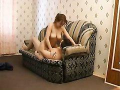 Скрытая камера снимает домашний секс с грудастой русской дамой