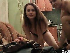 Любительский секс с окончанием на спину молодой русской блондинки