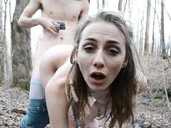 Шлюха в лесу трахнулась и сделала домашний минет для окончания на лицо