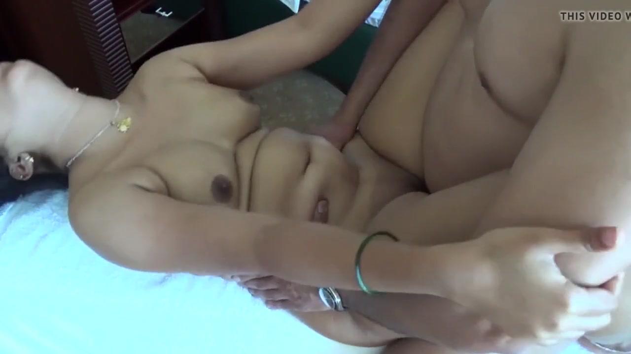 Муж снял на камеру любительский секс со смуглой индийской женой