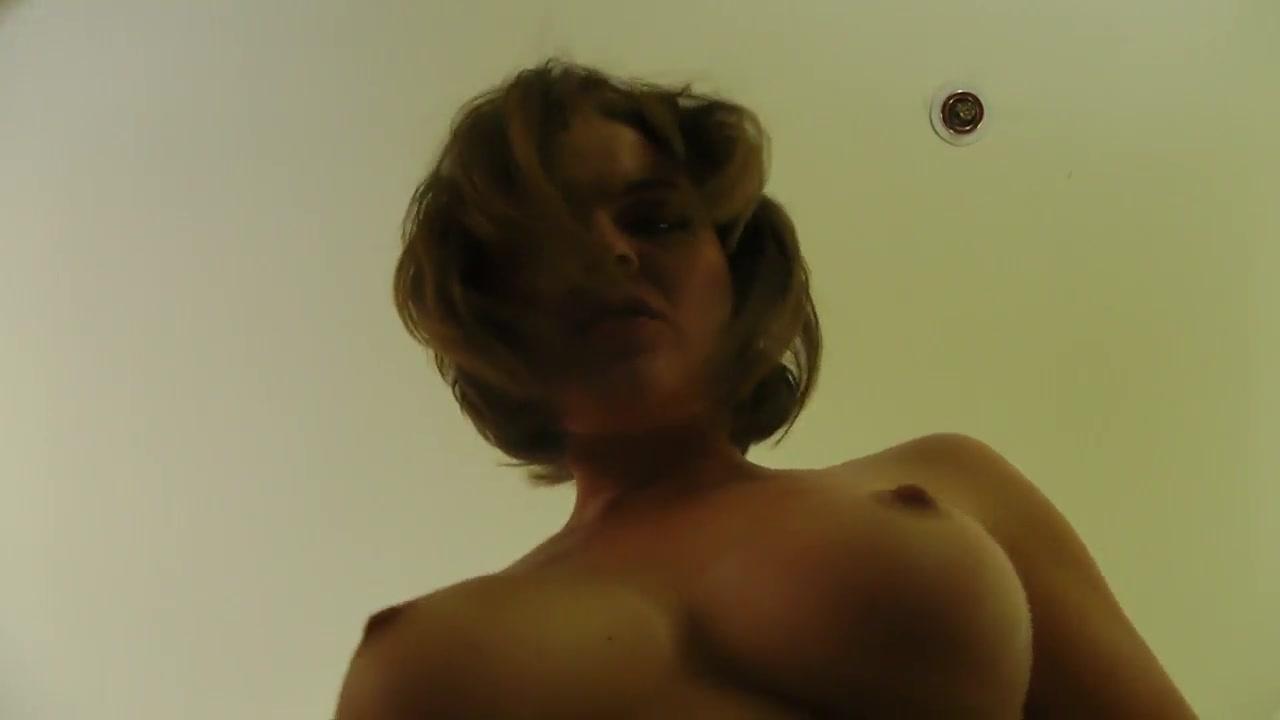 Великолепный домашний секс с грудастой зрелой проституткой в чулках