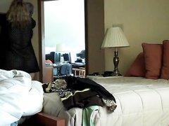 Зрелая и толстая домохозяйка изменила супругу перед скрытой камерой