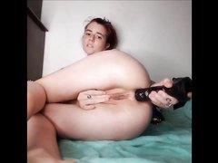 Любительская анальная мастурбация перед вебкамерой крупным планом