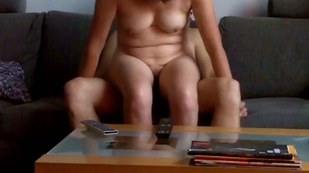 Зрелая дамочка перед домашней скрытой камерой изменила супругу