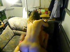 Молодая домохозяйка с большими сиськами трахнулась на камеру