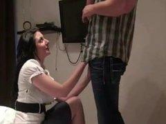 Горячий любительский секс с окончанием на лицо немецкой брюнетки