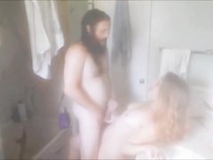 Зрелый бородач перед скрытой камерой трахнул молодую любовницу