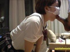 Молодая японка сделав домашний минет трахается в волосатую киску