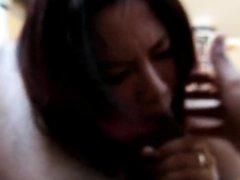 Азиатка от первого лица сделала глубокую глотку темнокожему любовнику