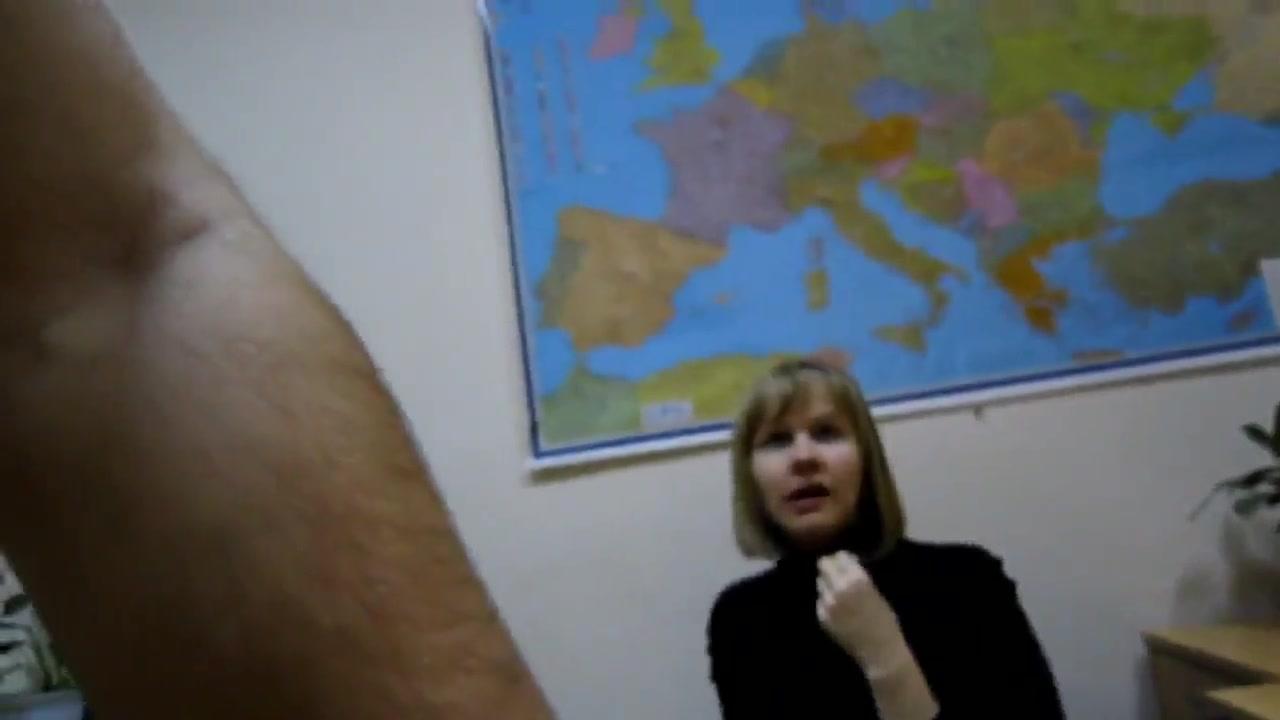 Русская зрелая блондинка на работе делает домашний минет от первого лица
