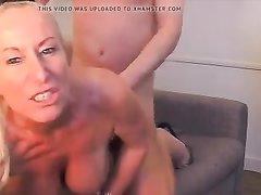 Грудастая зрелая блондинка трахнулась с любовником перед вебкамерой