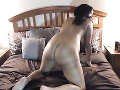 Куни и любительский минет с грудастой латинской брюнеткой в постели