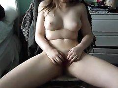 Горячая домашняя мастурбация молодой блудницы перед вебкамерой