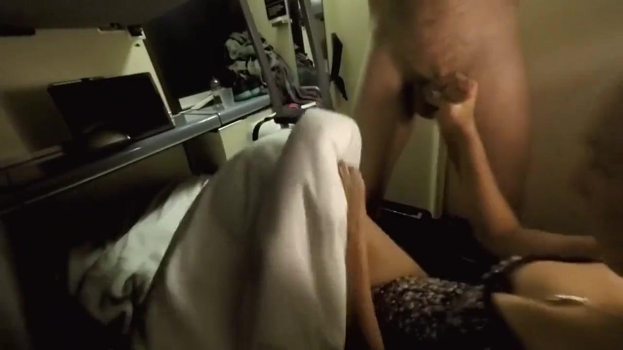 Выебали дрочит пенис скрытая камера женщина эротика боня